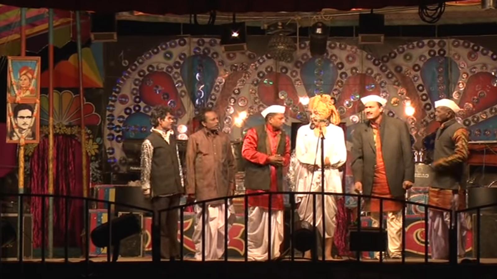 Kanthabai-Satarkar-is-a-veteran-Tamashgir